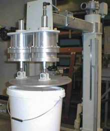 Lid printing device, pneumatic printing device, filling stack with base height adjustment